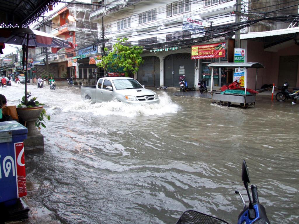 дождь в паттайе 2015