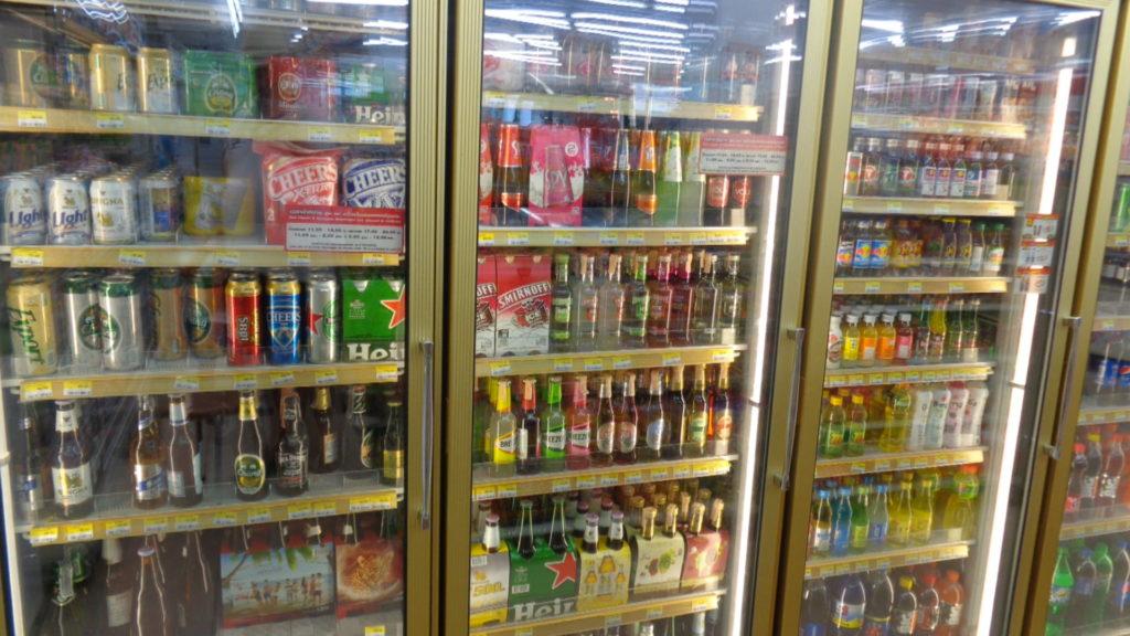 Напитки в севенэлевен в Паттайе.